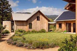 Эко-ферма, использующая энергию солнца иземли