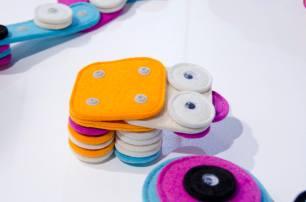 gelatinadesign - salonedelmobile15 gioco bambini bottoni clip