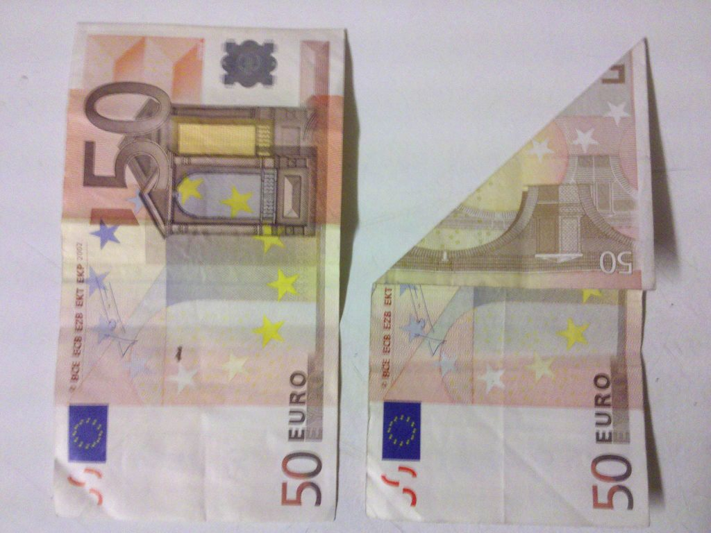 OrigamiFisch aus einem Geldschein falten  Schritt 1