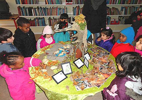 Børnene åbner kunstudstilling