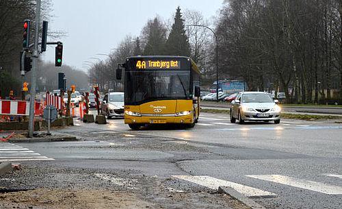 Farligt laser-lys mod bus og hurtig kørsel