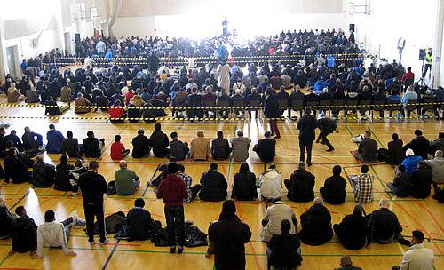 Over 1500 til bøn i Globus1