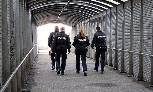 19-årig kastede flaske mod betjent