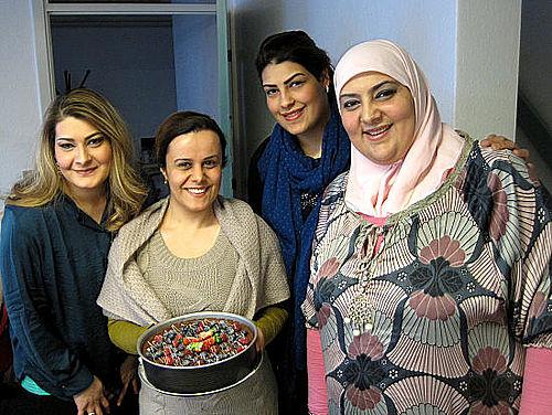 Tre søstre kom med en cheesecake
