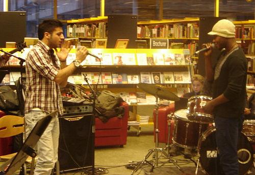 Musik og mærkelige instrumenter på biblioteket