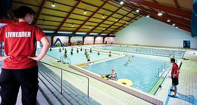 Film og svømmetag i Gellerupbadet