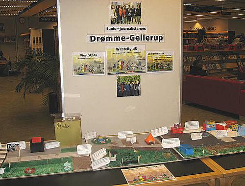 Juniorjournalister udstiller på Gellerup Bibliotek