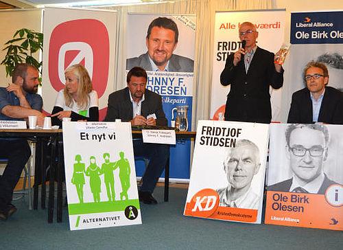 Trængsel og heftig debat ved valgmøde i Gellerup