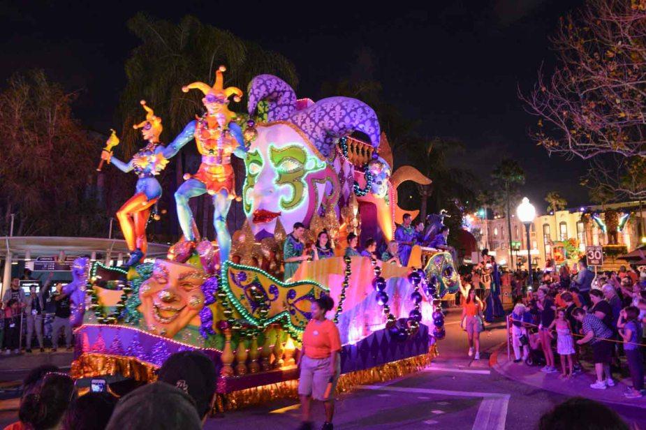 Universal-Orlando-Mardi-Gras-parade-Jester-float-7