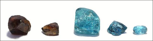 Ratanakiri Zircons: 2 viên đá màu nâu tự nhiên và 3 viên đá màu xanh biển sau khi được xử lý nhiệt ở mức ~1,000°C. Photo by M. Zeug