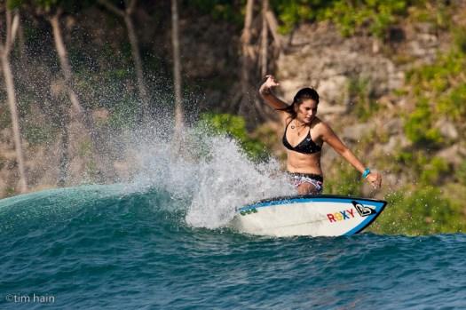 surfing di Bulak Benda, liat aja tu backgroundnya rimba tak tersentuh :) Pic. by Tim Hain