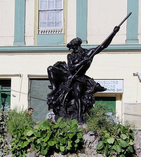 Plaza Anibal Pinto sculpture