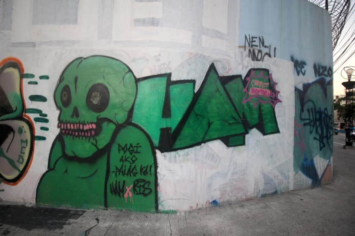 graffiti on Kalentong St., Manila, Philippines