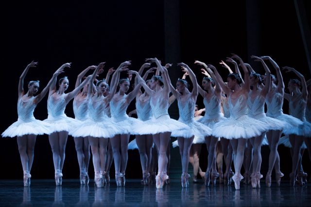Pacific Northwest Ballet company in Kent Stowell's Swan Lake © Angela Sterling
