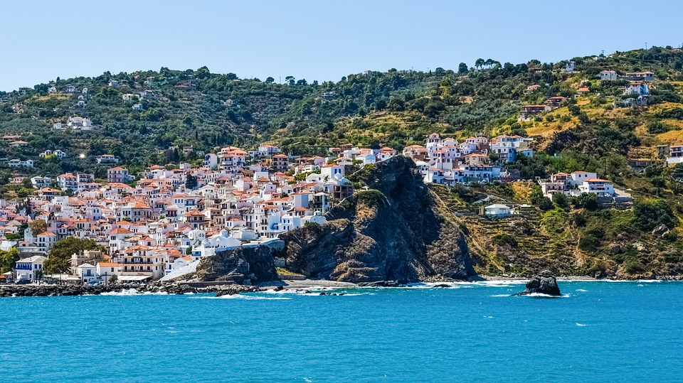 greece 2709741 960 720 - 4 Reasons Your Next Holiday Should Be A Tour Of The Mediterranean