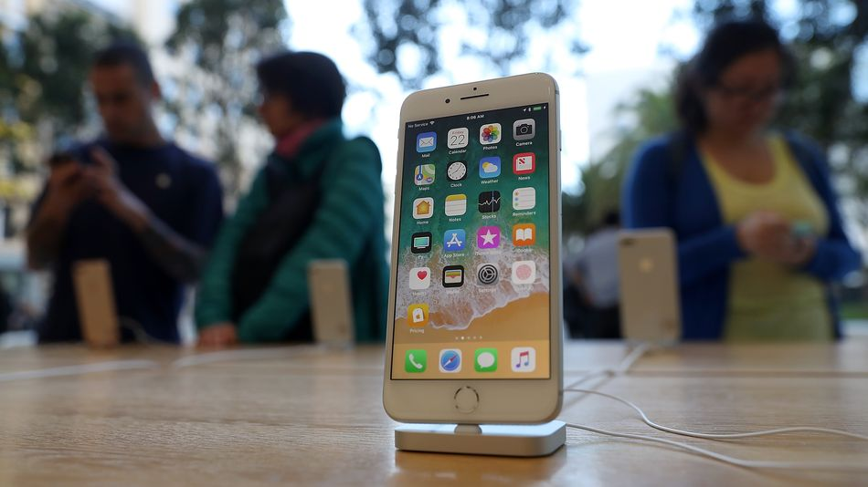 apple-stops-selling-the-iphone-8-right-after-unveiling-the-new-iphone-se