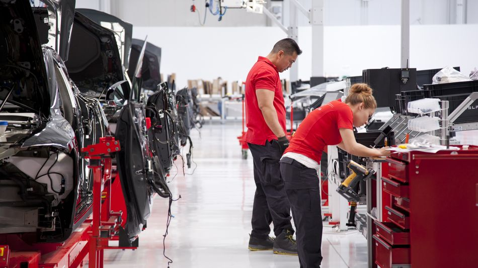 tesla-workers-reportedly-test-positive-for-covid-19-after-musk-forced-factory-reopening