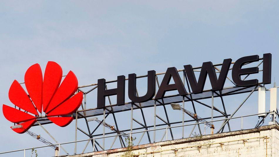 huawei-is-running-out-of-display-suppliers-as-samsung-and-lg-bail-out,-report-says