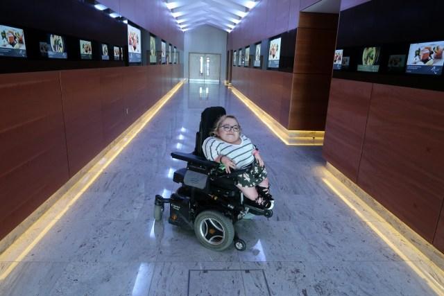 Image of Gem in Hotel Corridor