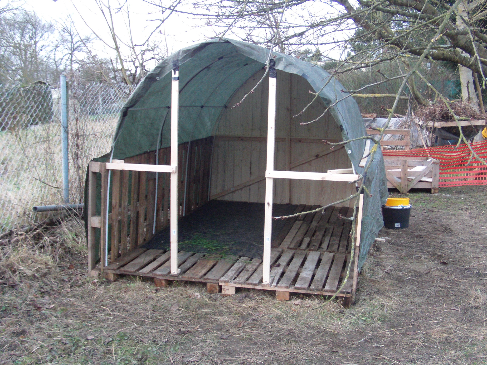 m lltonnen unterstand selber bauen m lltonnen unterstand holz atemberaubend carport. Black Bedroom Furniture Sets. Home Design Ideas