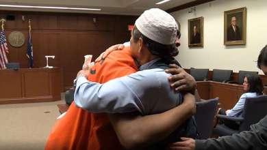 Photo of ABD'de Müslüman baba oğlunun katilini böyle affetti