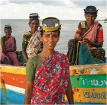 Seaweed harvesters, Bharathinagar, Ramanathapuram, Tamil Nadu, India. Photo: Shilpi Sharma (courtesy of ICSF)