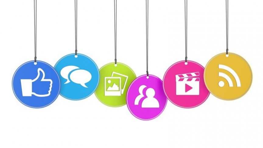 large_social-media-icons-hanging