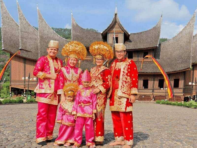 suku minangkabau di sumatera barat