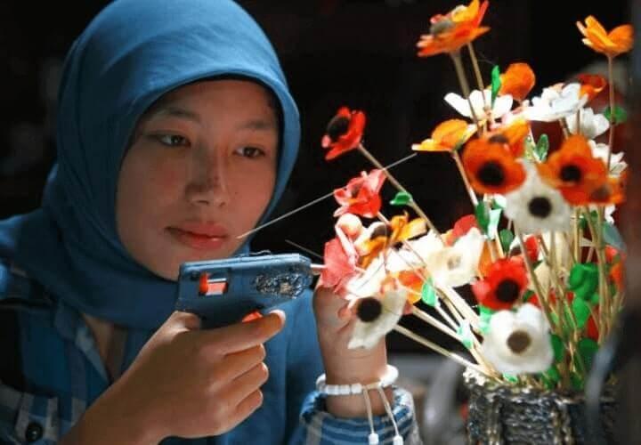 kerajinan hiasan bunga dari sisik ikan