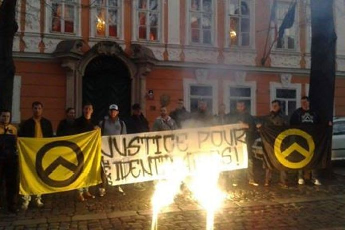 Spontánní demonstrace aktivistů Generace Identity na podporu Mathiase, Romaina a Maxima.