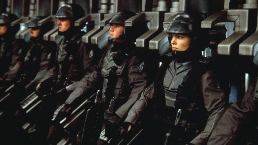 La influencia de Starship Troopers y el cine de Paul Verhoeven en la saga Gears of War