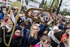pologne-pour-le-droit-a-l-avortement-jpgmercredi-11-avril-20181446547169-308f9