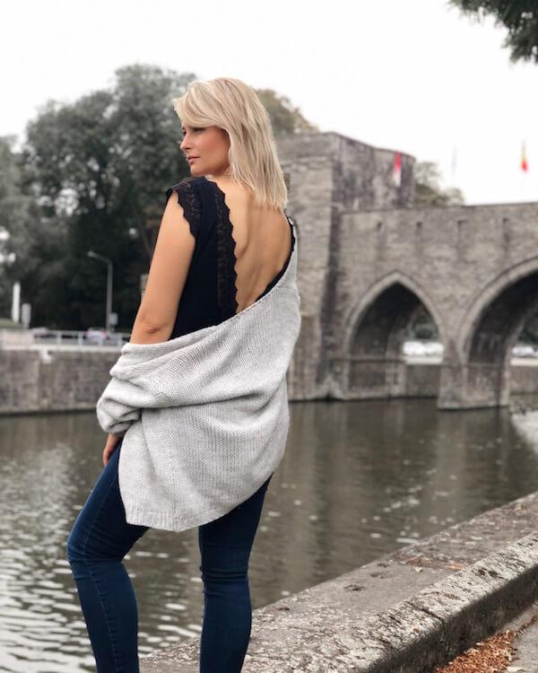 Tenue avec decolleté haut noir et pull Lou au Pont des Trous de Tournai