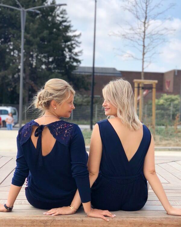 Les tenues bleu nuit des soeurs