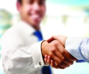 sstk_111165887-handshakecufflings_4chr