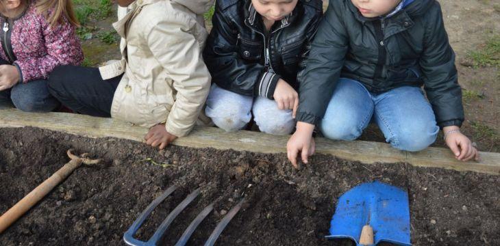 Ateliers outils pour les enfants des écoles