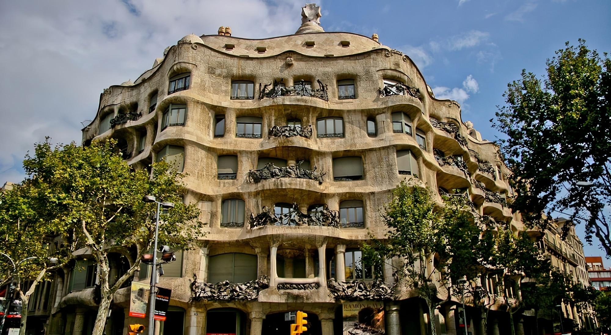 Visiter la Casa Mil  Barcelone aussi surnomme La Pedrera