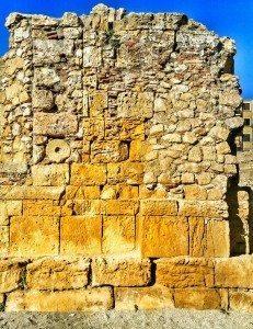 La chiesa medievale costruita all'interno dell'arena dell'anfiteatro romano di Tarragona. Una di quelle storie che voglio raccontare