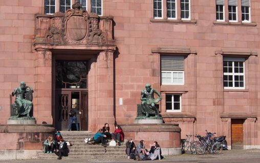 https://pixabay.com/de/universität-freiburg-studenten-686150/