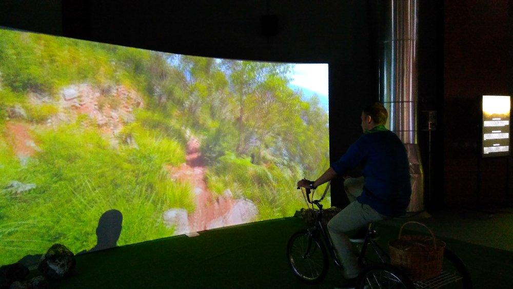 Instalación inmersiva sendas del Naranco en bicicleta