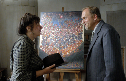 Yolande Moreau as Séraphine with Ulrich Tukur as German art dealer Williams Uhde