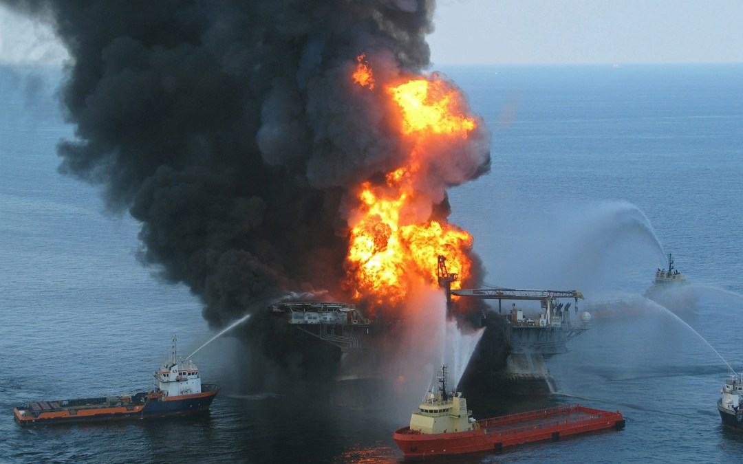 Deepwater-Horizon-oil-spill-in-the-gulf-of-mexico-president-obamas-weak-response-and-gene-valentinos-comments