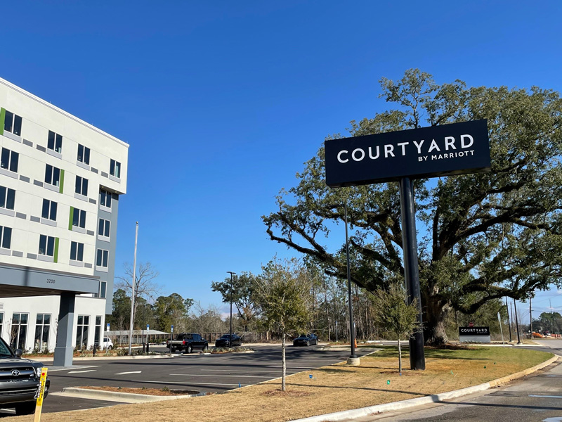 Courtyard-by-Marriott-Pensacola-West-Courtyard-Signage