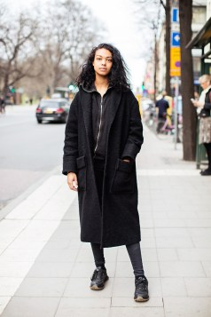 coat from & Other Stories, hoodie from H&M, jeans from BikBok and sneakers from New Balance