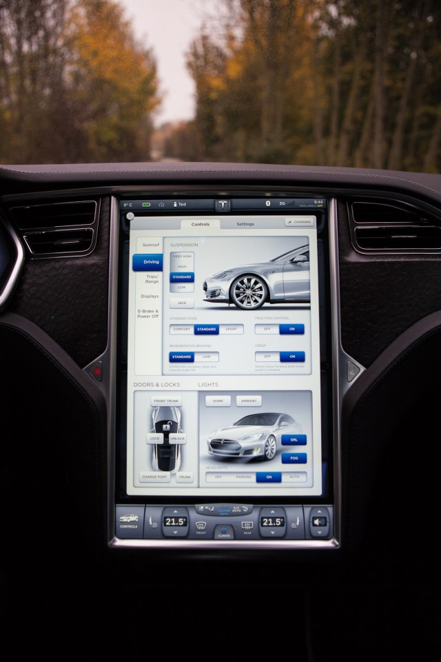 tesla_screen-1
