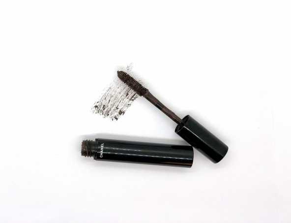 Le Volume De Chanel waterproof mascara in 20 Brun