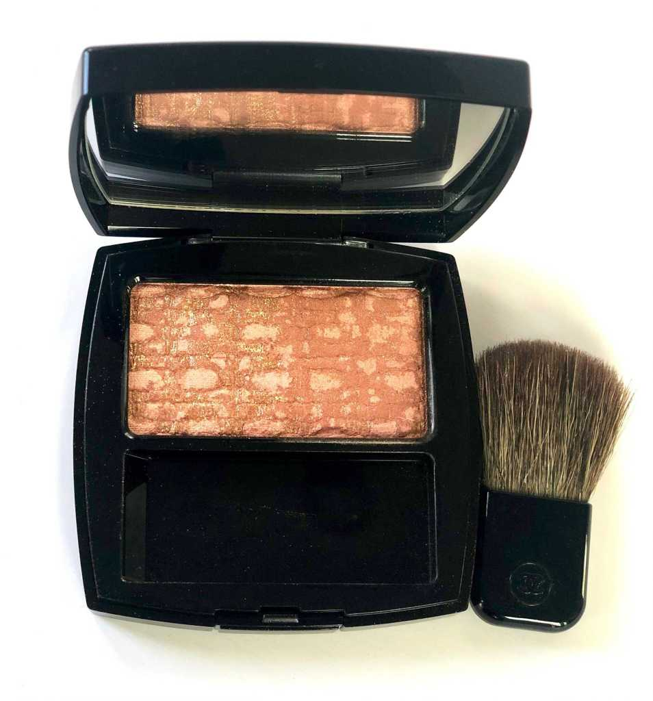 Close up of Chanel Les Tissages Tweed Beige blush