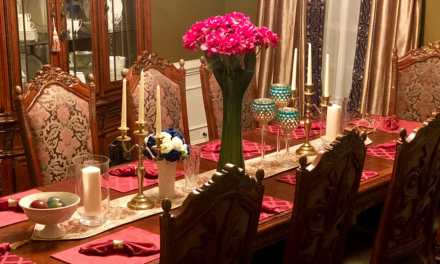 Simple And Elegant Holiday Table Decor