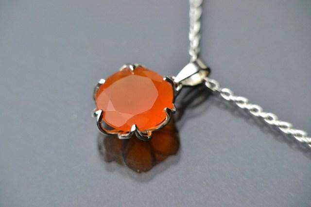 オレンジカーネリアンの蓮花ネックレス