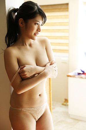 『神谷えりな』ポロ?きわどい1st写真集3位!すげ~